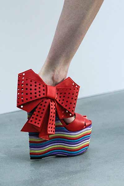 модная обувь на танкетке фото