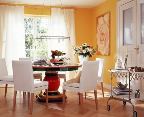 желтый цвет в интерьере гостиной фото